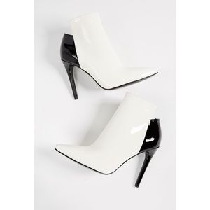 Look at photos Kendall + Kylie pointed toe Boots